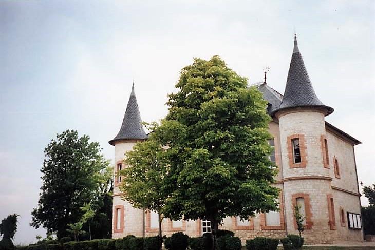 Montalzat le château - mairie